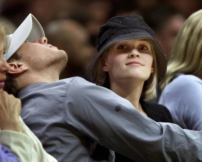 С 1999 по 2008 год Риз Уизерспун была замужем за Райаном Филиппом (на фото), с которым она снималась в фильме «Жестокие игры». От этого брака у нее двое детей — дочь Ава Элизабет и сын Дикон. В 2011 году актриса вышла замуж за агента Джима Тота, от которого в 2012 году родила сына Теннесси