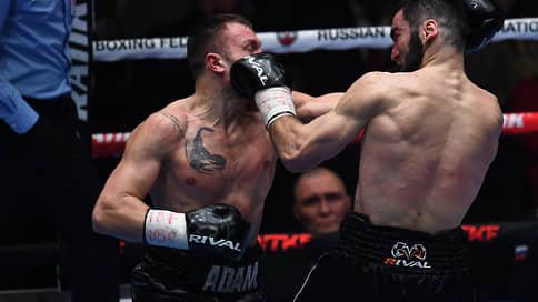 Артур Бетербиев сохранил серию  / Он отстоял титулы чемпиона мира, нокаутировав в десятом раунде Адама Дайнеса