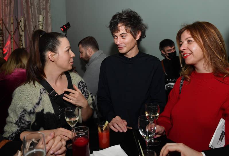 Дизайнер Александр Терехов (в центре) в «Башмет центре» на премьере сериала «Вампиры средней полосы» режиссера Антона Маслова