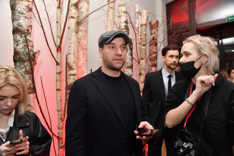 Актер Александр Устюгов (в центре) на премьере сериала «Вампиры средней полосы»