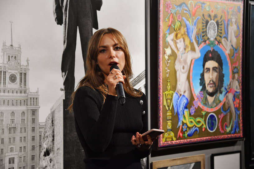 Владелица галереи ILONA-K artspace Илона Кесаева на открытии выставки «Следуя мечте»