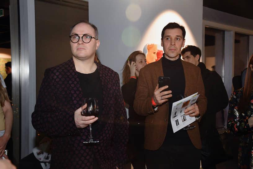 Куратор международного фестиваля искусств «Стрелка» Алексей Трифонов (слева) и директор галереи JART Александр Корытов на церемонии открытия выставки «Следуя мечте»