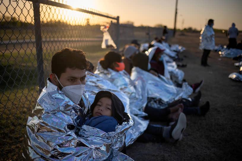 В январе в США хлынули тысячи беженцев из Мексики, Гватемалы, Гондураса и других стран
