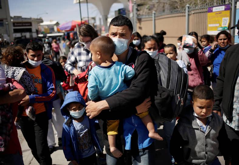 За последние две недели число детей-мигрантов без сопровождения на границе выросло в три раза