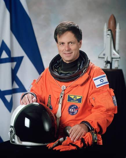 <b>Илан Рамон, Израиль</b><br> Совершил полет на шаттле «Колумбия» с 16 января по 1 февраля 2003 года, погиб при крушение космического корабля на входе в плотные слои атмосферы при возвращении на Землю. С тех пор Израиль не посылал космонавтов в космос