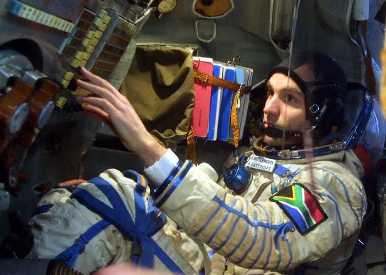 <b>Марк Шаттлворт, ЮАР</b><br> Второй в истории космический турист и первый южноафриканский космонавт, совершил полет 25 апреля 2002 года на борту корабля «Союз ТМ-34». За полет заплатил $20 млн. После возвращения на Землю продолжил заниматься предпринимательской деятельностью в сфере IT