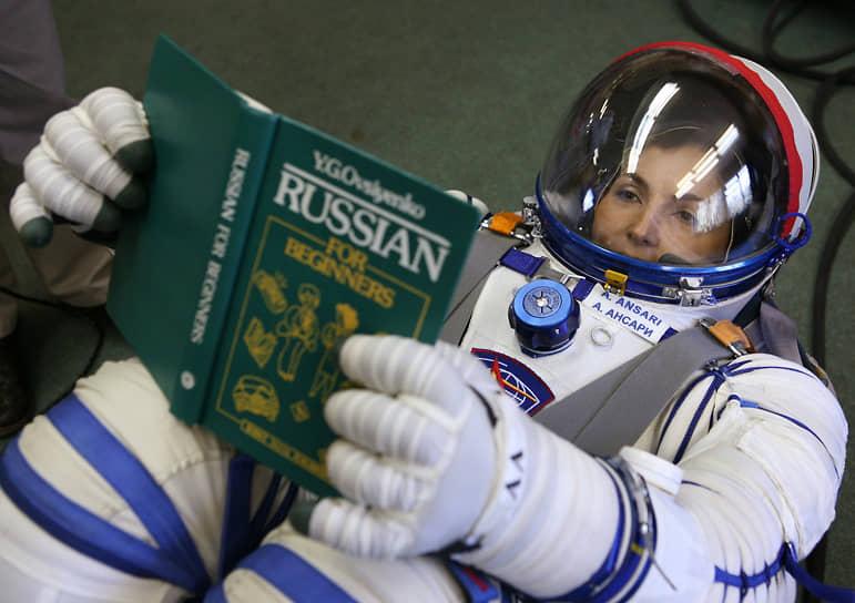 <b>Ануше Ансари, Иран</b><br> Стала первым космическим туристом среди женщин, первой мусульманкой в космосе, а также первым космонавтом персидского происхождения. Совершила полет 18 сентября 2006 года на корабле «Союз ТМА-9». За полет заплатила $20 млн. Впоследствии продолжила работу в своей инвестиционной фирме Prodea Systems