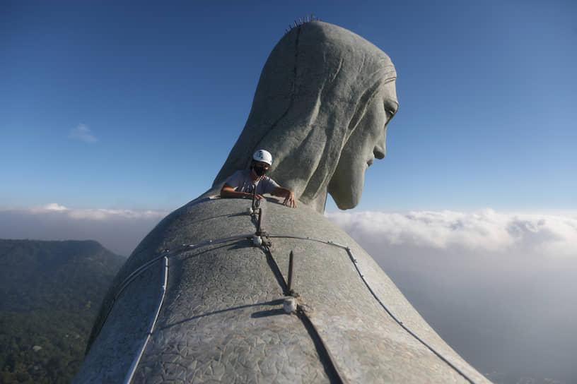Рио-де-Жанейро, Бразилия. Реставрация статуи Христа-Искупителя
