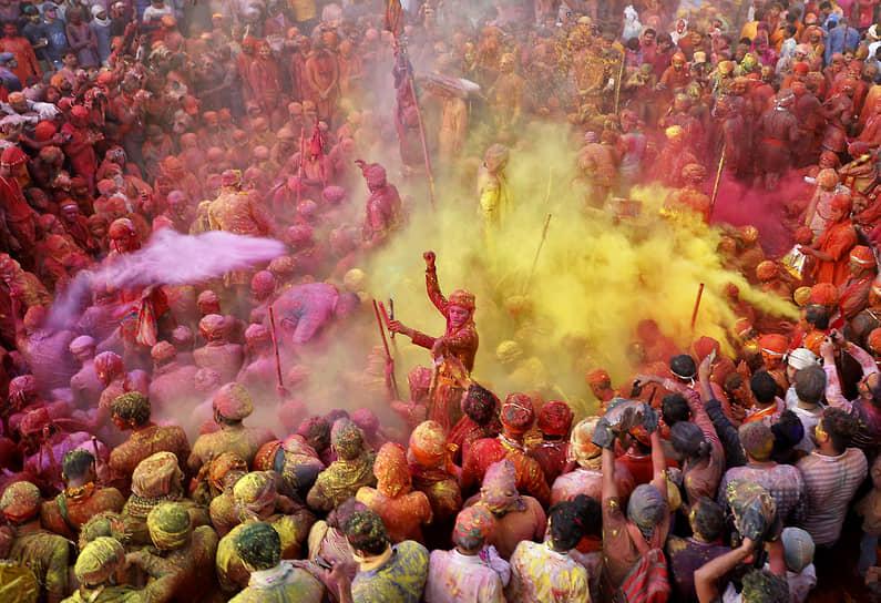 Нандгаон, Индия. Люди на празднике Латмар Холи