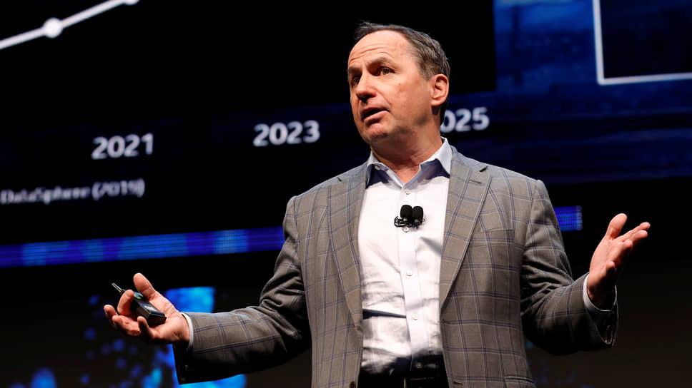 За время работы Боба Свона на посту гендиректора Intel столкнулась с несколькими ударами конкурентов. Из-за проблем с собственным производством компания уступила тайваньской TSMC в производстве чипов