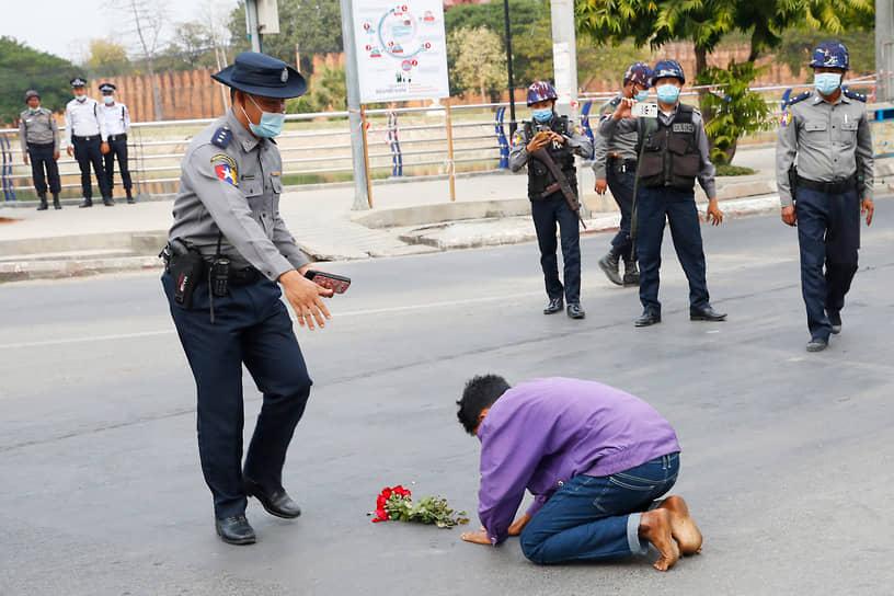 Главу правительства Аун Сан Су Чжи, президента страны Вин Мьина и все руководство партии «Национальной лиги за демократию», победившей на парламентских выборах, арестовали по обвинению в махинациях во время выборов