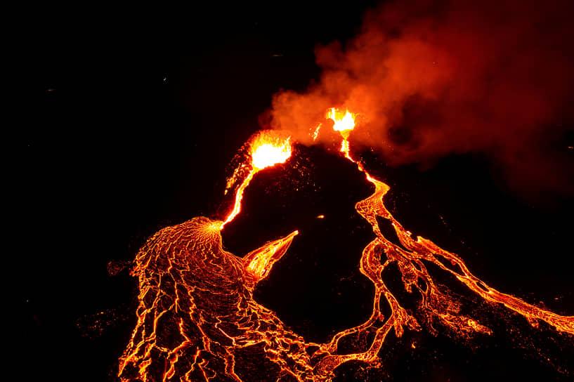 Исландия. Извержение вулкана Фаградальсфьядль