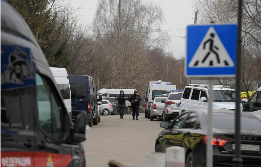 На месте работали сотрудники ФСБ, МВД и Следственного комитета