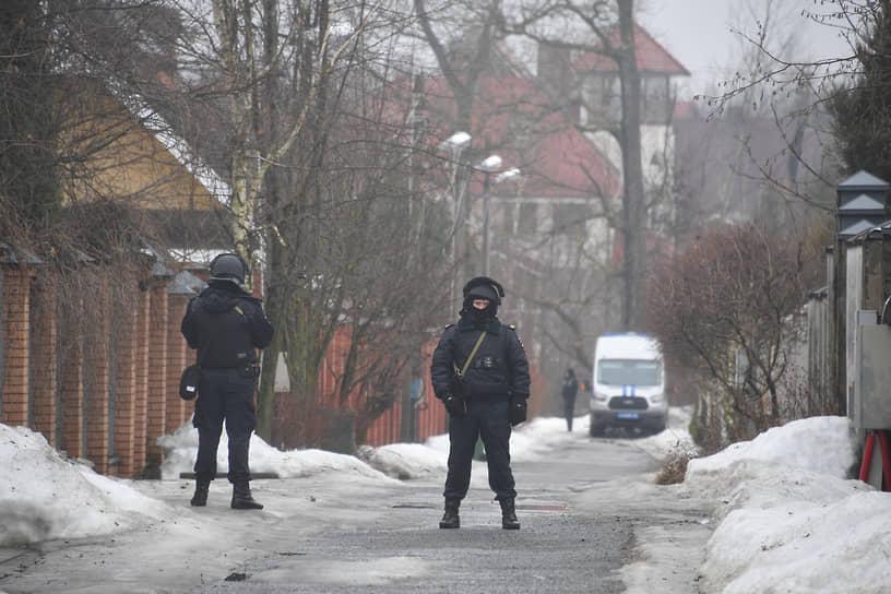 Утром 31 марта СКР подтвердил гибель стрелка в горящем доме