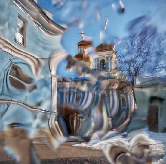 22 марта. Санкт-Петербург. Вид на Николо-Богоявленский Морской собор через стекло