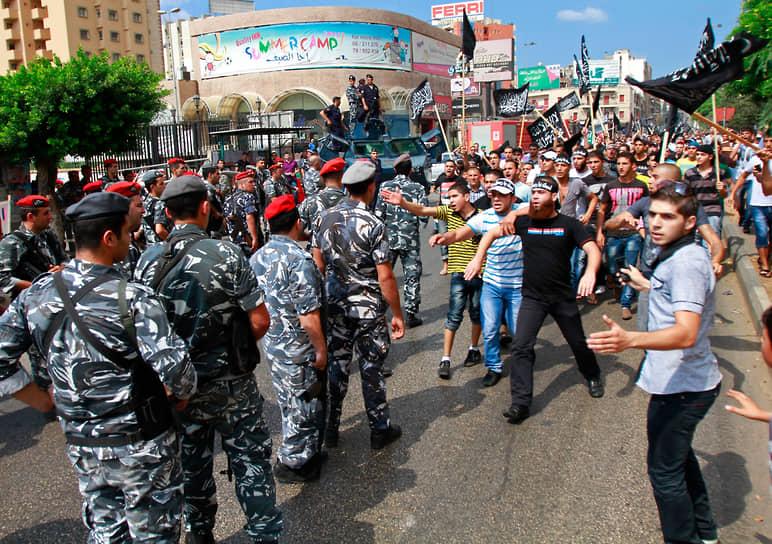 В сентябре 2012 года против приезда папы римского в Ливан выступали жители города Триполи. Визит проходил на фоне антизападных протестов после выхода фильма «Невинность мусульман» (признан экстремистским в России). В результате беспорядков один человек погиб, несколько десятков получили ранения