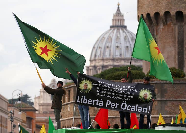В феврале 2018 года протесты в Риме против визита президента Турции Реджепа Тайипа Эрдогана переросли в столкновения с полицией. Несколько сотен участников акции выступали, в частности, против военной операции Анкары в районе сирийского города Африн, населенного преимущественно курдами