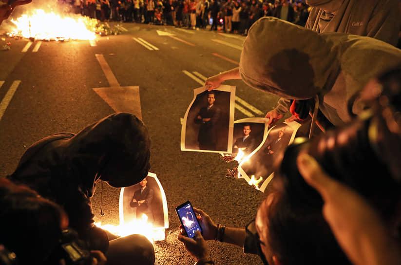 В ноябре 2019 года тысячи человек вышли на улицы Барселоны в связи с визитом короля Испании Филиппа VI и членов королевской семьи. Сторонники независимости Каталонии блокировали правительственные здания, призывали к упразднению монархии и жгли портреты короля