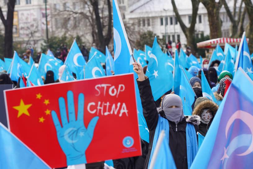В марте 2021 года в Турции прошли акции против притеснения уйгуров в «лагерях перевоспитания» в китайском Синьцзяне. В Анкаре митинг прошел у здания посольства КНР во время встречи глав МИД Турции и Китая Мевлюта Чавушоглу и Ван И