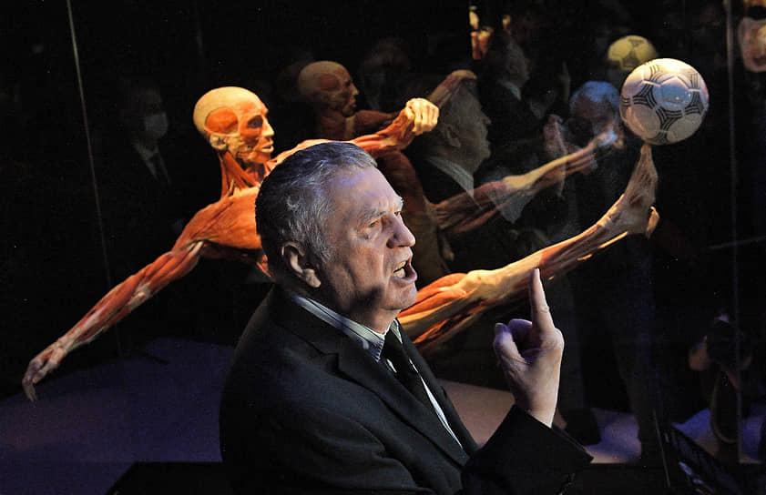 Москва, Россия. Лидер ЛДПР Владимир Жириновский на выставке «Мир тела»