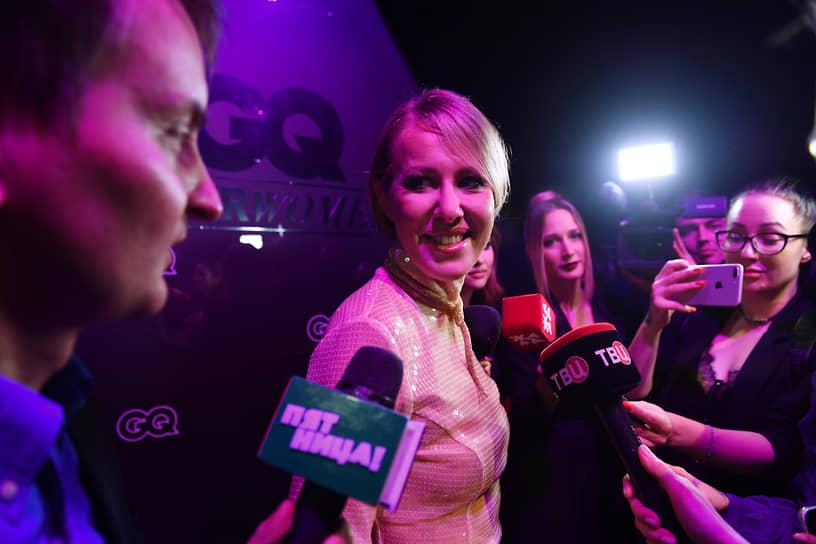 Журналист и телеведущая Ксения Собчак (в центре) во время церемонии вручения ежегодной премии GQ Super Women в театре «Школа современной пьесы»