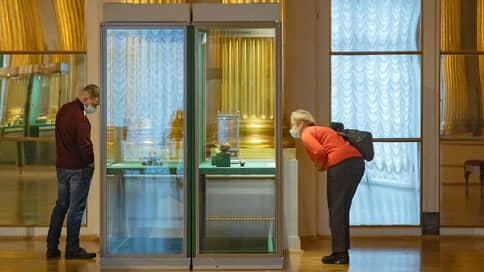 Эрмитаж забросали вопросами о яйцах  / Музей провел экспертизу предметов коллекции Фаберже и заявил об отсутствии подделок