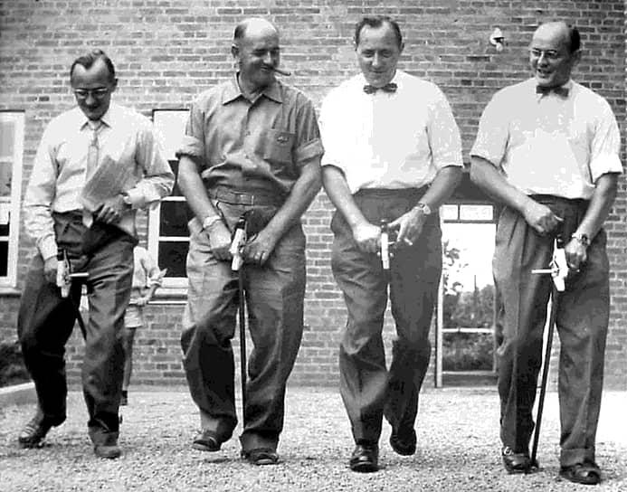 К 1960 году Готфрид Кристиансен выкупил доли в Lego у своих братьев, став единоличным владельцем компании<br> На фото слева направо: братья Готфрид, Йоханнес, Карл Георг и Герхард Кристиансены