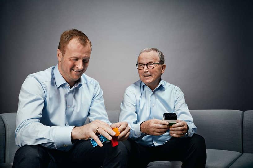 В 2016 году Кьелля Кристиансена (на фото справа) на посту вице-президента Lego сменил его сын Томас (слева), который стал, таким образом, представителем четвертого поколения Кристиансенов в руководстве компании. В 2020 году он занял пост президента. В настоящее время Кьелль, его сын и две дочери владеют 75% акций Lego Group. По данным на апрель 2021 года, Forbes оценивает состояние семьи в $8,6 млрд