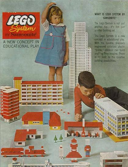 В 1960 году компания прекратила выпуск деревянных игрушек. Тогда же Lego начала осваивать рынки США и Канады, продажи достигали там 5 млн наборов в год<br> На фото: реклама Lego в США, где компания работала в сотрудничестве с Samsonite