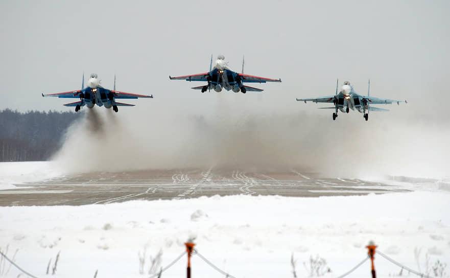 Пилотажная группа «Русские витязи» была сформирована 5 апреля 1991 года на базе 1-й эскадрильи 237-го гвардейского Проскуровского смешанного авиаполка 16-й воздушной Краснознаменной армии ВВС СССР. С тех пор группа базируется на аэродроме Кубинка