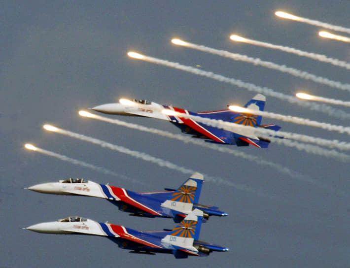 В программе показательных полетов «Русских витязей», как правило, участвуют до шести самолетов