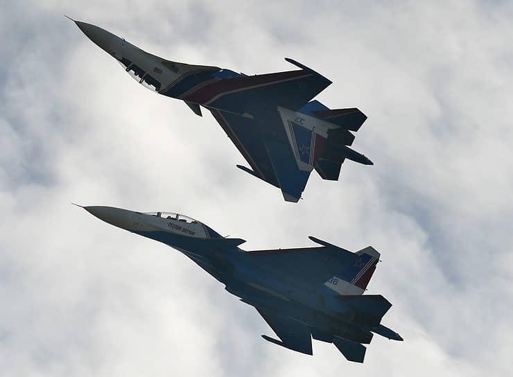 В арсенале авиагруппы выполнение таких элементов высшего пилотажа как «бочка», «петля Нестерова», «колокол», «косые петли» и других