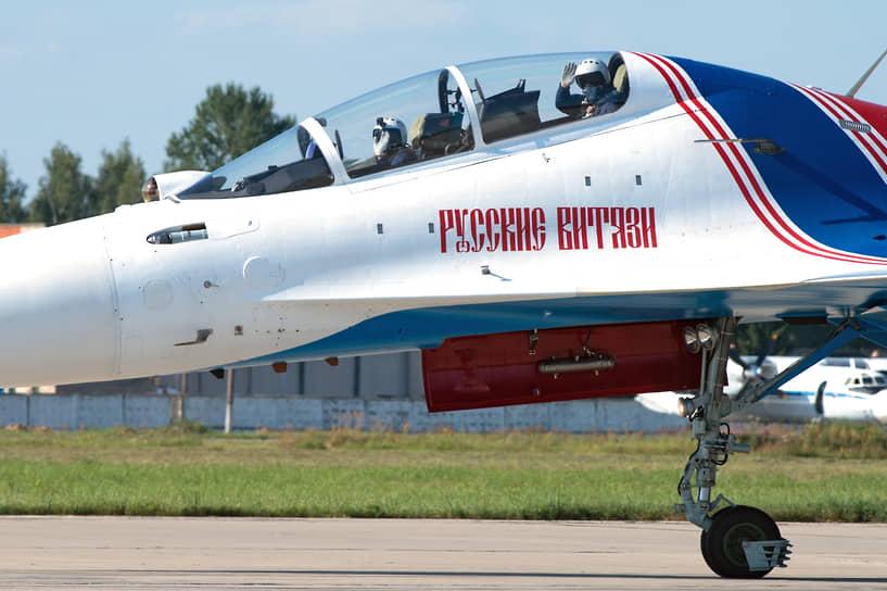 В разные годы в состав группы входили более 30 человек. Крупнейшая катастрофа, когда погибли четыре участника «Русских витязей», произошла в декабре 1995 года: при заходе на посадку во Вьетнаме после авиашоу разбились три Су-27