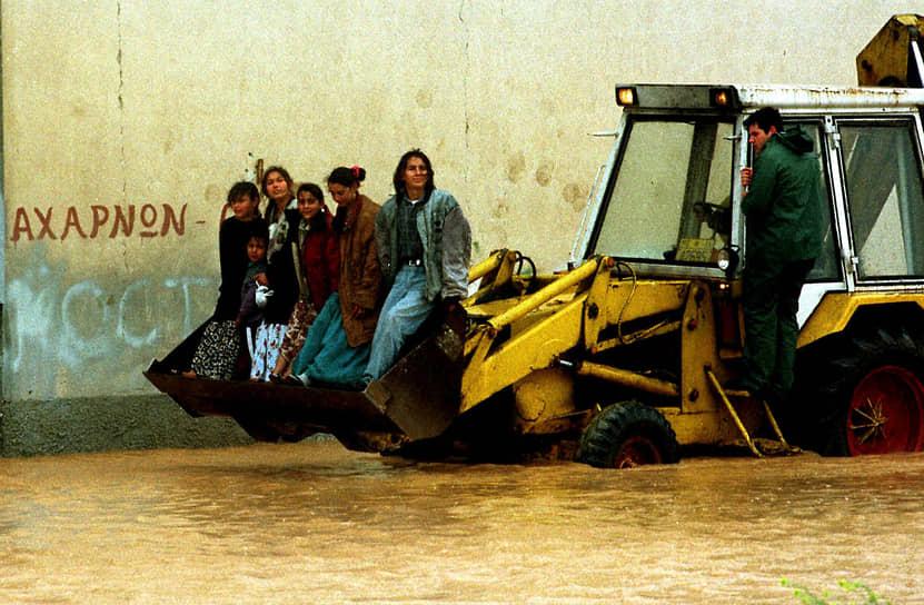 В начале 1990-х ежегодное количество антицыганских погромов в Европе исчислялось десятками. Так, только в Чехословакии в 1990-1991 годах произошло 23 погрома, в Румынии — 15, при этом было разрушено 240 домов. На протяжении 1990-х особенно активно антицыганизм развивался в Венгрии, Сербии и других восточноевропейских странах