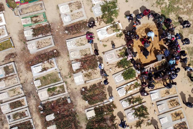 Сектор Газа. Похороны палестинца, погибшего от коронавируса