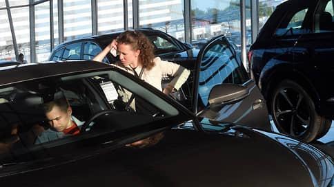 Авторынок в марте упал на 5,7%  / На продажи давят цены и дефицит машин