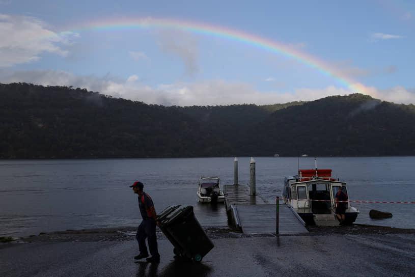 Муни Муни, Австралия. Радуга после дождя на берегу реки Хоксбери