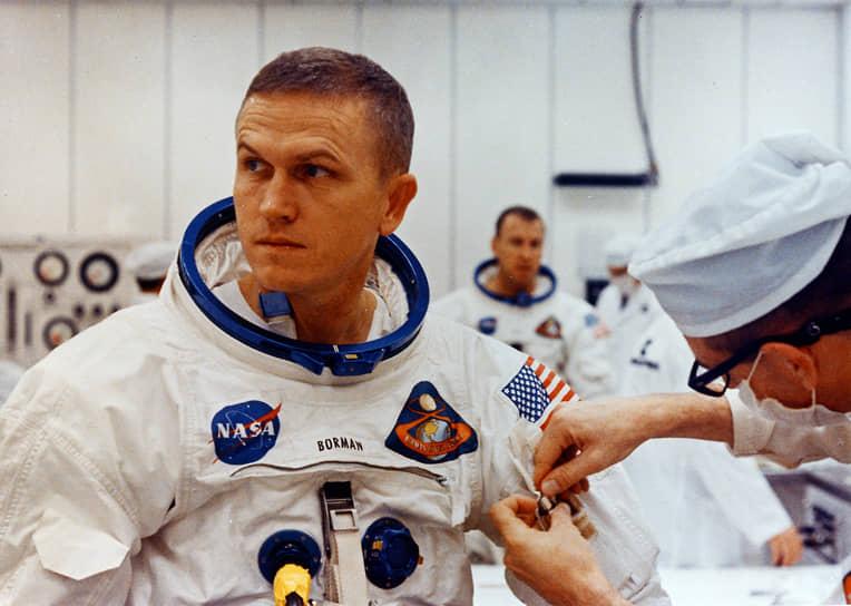 «Вы или в глубине души верите в духовное существо или в Бога, или не верите. Для этого не нужно отправляться на Луну» (Фрэнк Борман, командир экипажа космического корабля «Аполлон-8», совершившего первый пилотируемый облет Луны)