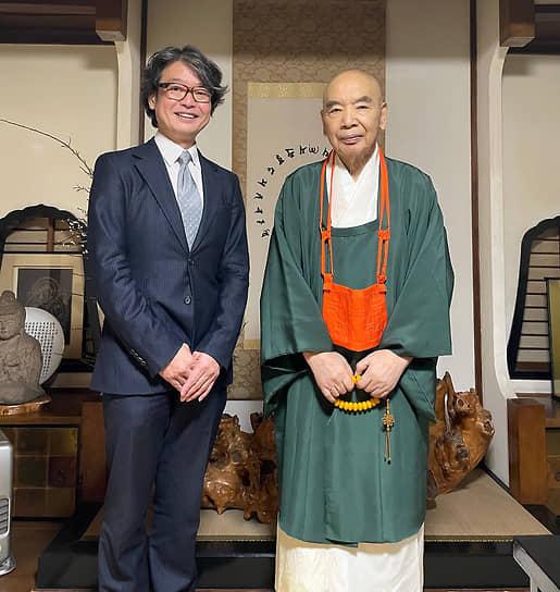 Глава компании Terra Space President Садахиро Китагава и настоятель храма Дайго-дзи Джунна Накада
