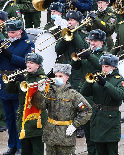 Полигон Алабино, Московская область. Музыканты военного оркестра во время репетиции парада Победы