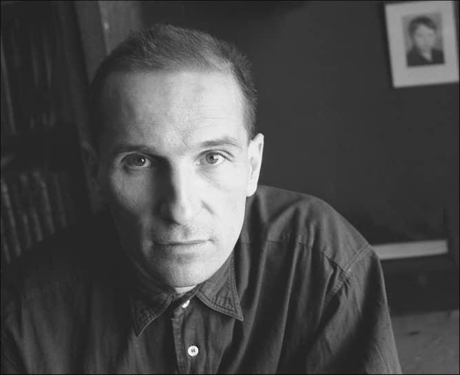 """«Я очень образованный человек — был. У меня мама — литератор, отец — ученый. Я с детских лет общался с писателями, поэтами, учился на редактора, работал в журнале """"Пионер"""". Я много где был и много чего видел, но все это не принесло мне никакой пользы. Только навык — как авторучку держать» <br>Петр Мамонов родился 14 апреля 1951 года в Москве. Его артистические способности были замечены еще в детстве: будущего актера исключили из школы за то, что «устраивал цирк»"""