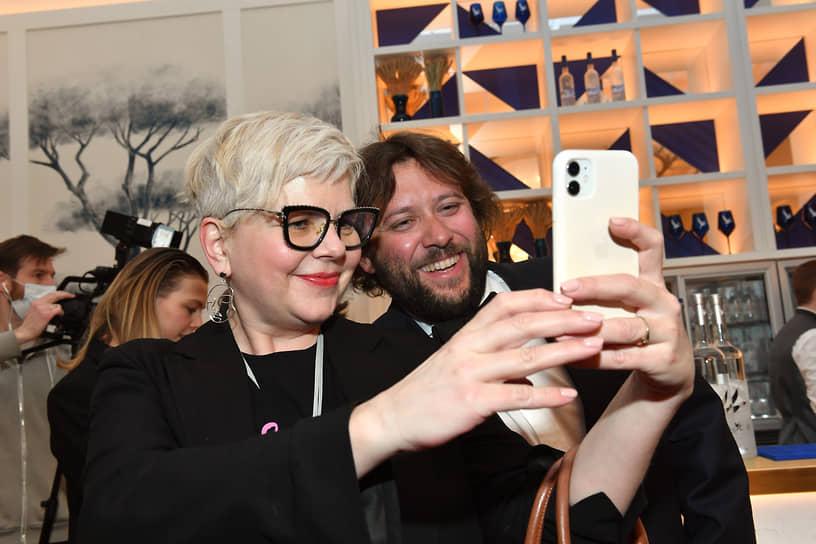 Главный редактор The Art Newspaper Russia Милена Орлова и бизнесмен Алексей Карахан во время церемонии открытия кинотеатра «Художественный»