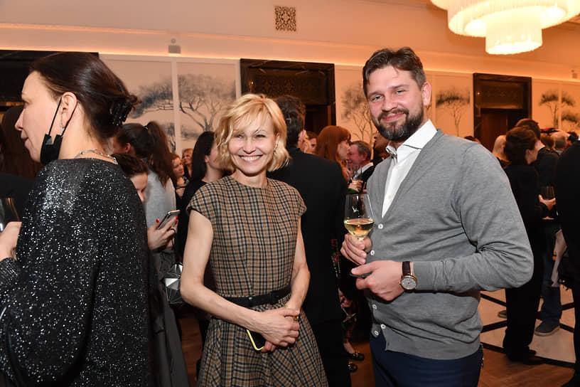 Актриса Ингеборга Дапкунайте (в центре) и продюсер Антон Малышев во время церемонии открытия кинотеатра «Художественный»