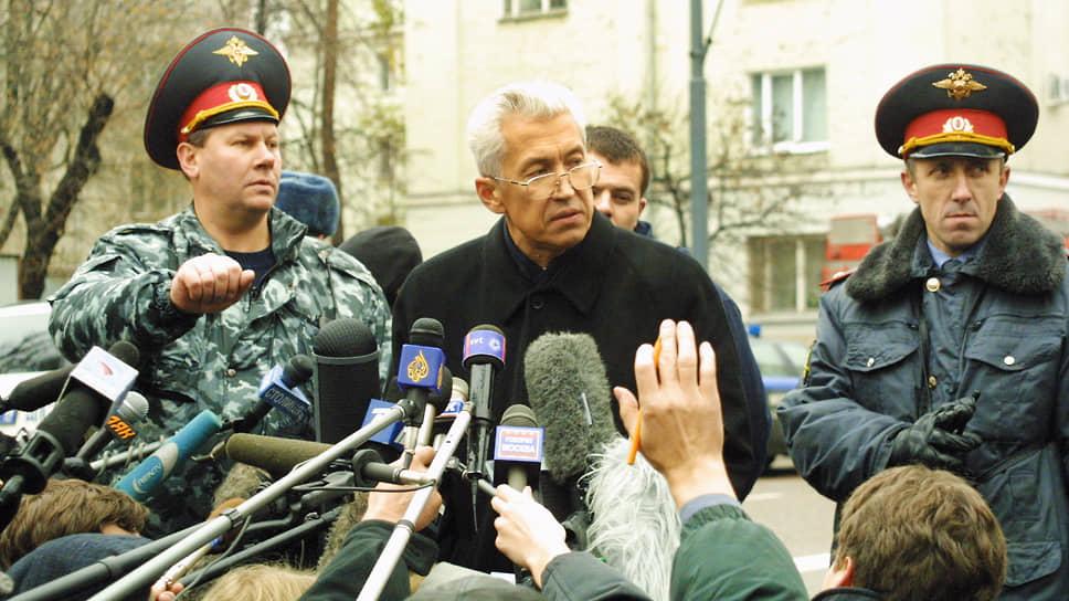 Владимир Васильев — один из руководителей антитеррористического штаба на Дубровке, журналисты ждут ответов
