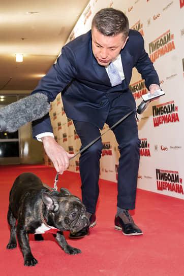 Декоративные и маленькие породы собак в способности к дрессировке не отстают от своих больших собратьев<br> На фото: журналист, телеведущий Леонид Парфенов, 2014 год