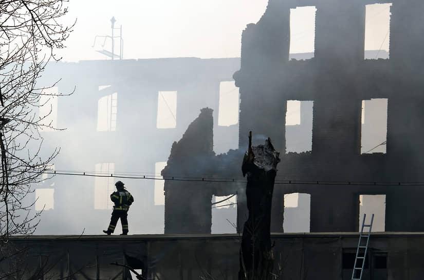 Санкт-Петербург, Россия. Ликвидация последствий пожара в здании Невской мануфактуры