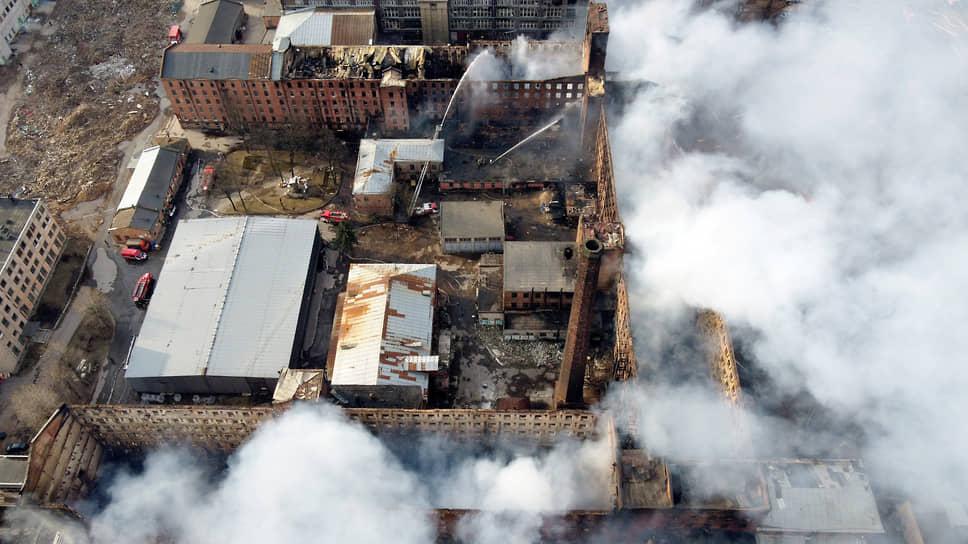 Последствия пожара в здании «Невская мануфактура»