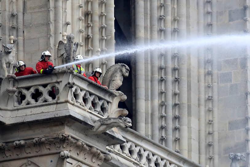 В июле 2020 года главный архитектор Парижа Филипп Вильнев представил досье на 3 тыс. страниц, в котором настоял на необходимости вернуть остову, крыше и знаменитому готическому шпилю храма исторический облик