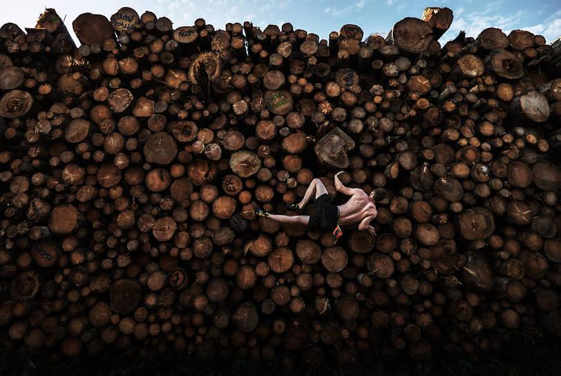 Лучшим спортивным снимком был признан кадр с тренировки по скалолазанию, сделанный австралийским фотографом Адамом Претти