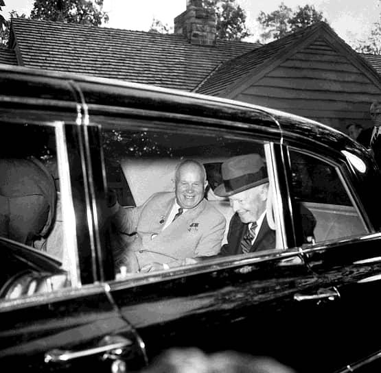 Первая двусторонняя встреча лидеров СССР и США состоялась в 1959 году. Тогда глава советского правительства Никита Хрущев совершил первый в истории официальный визит лидера СССР в США. Поездка продлилась почти две недели — с 15 по 27 сентября. За это время Хрущев встретился с американским президентом Дуайтом Эйзенхауэром четыре раза, два из них — с глазу на глаз. Переговоры практически по всем темам, поднятым во время визита, остались безрезультатными
